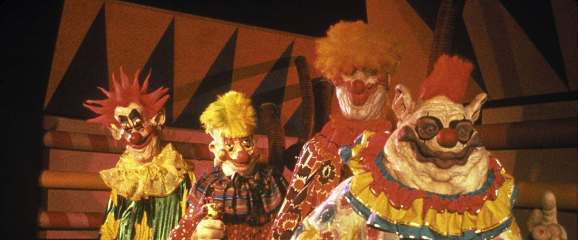 Killer Klowns from Outer Space background 1