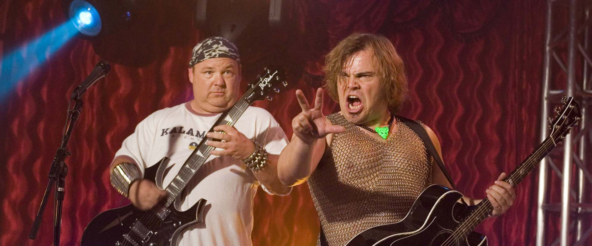 Tenacious D in The Pick of Destiny background 1